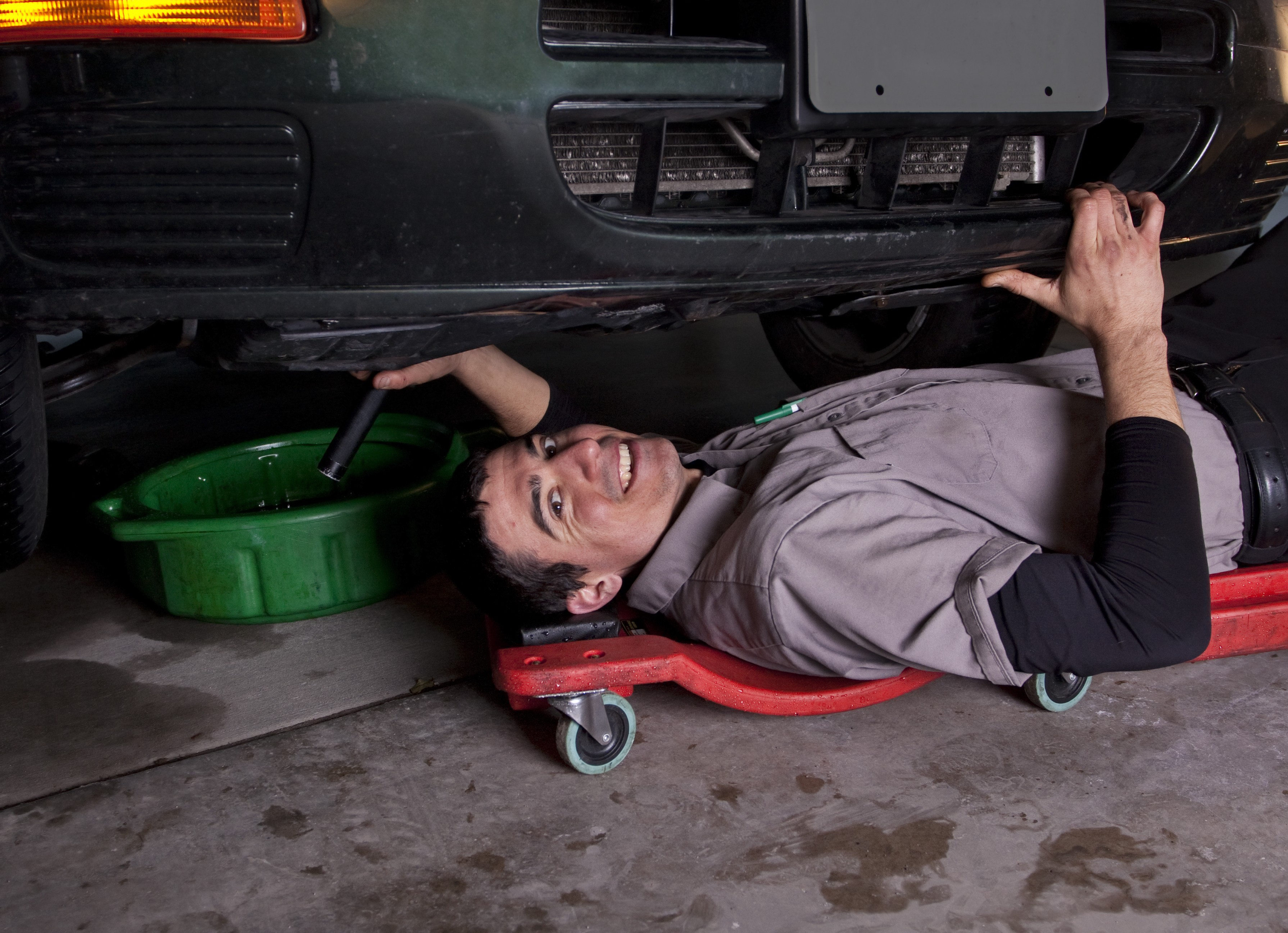 Car Leaking Oil >> Why Is My Car Leaking Oil The Best Ways To Find Oil Leaking